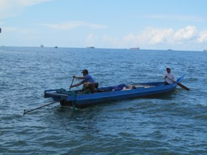 Tampak nelayan Tarakan yang tetap melaut dengan kondisi cuaca buruk