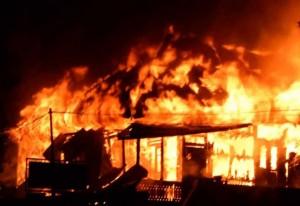 Kebakaran yang melanda Pasar Tradisional Mandani Kabupaten Nunukan