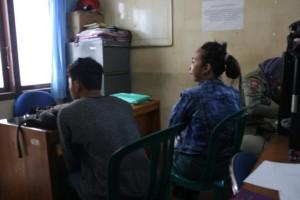 Dua pelajar yang ditangkap Satpol PP Kota Tarakan saat berduan di Lapangan Tenis Outdoor, Selasa (18/08)