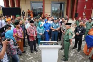 Walikota Tarakan Sofian Raga meresmikan gedung baru Perpusatakaan Daerah dengan disaksikan pimpinan FKPD dan tokoh masyarakat Jusuf SK, Senin (14/09).