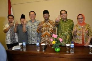 Mayjen (purn) Dicky Wainal Usman beserta istri (kanan) menyatakan sikap mendukung paslon Jusuf SK-Marthin Billa di Pilgub Kaltara.