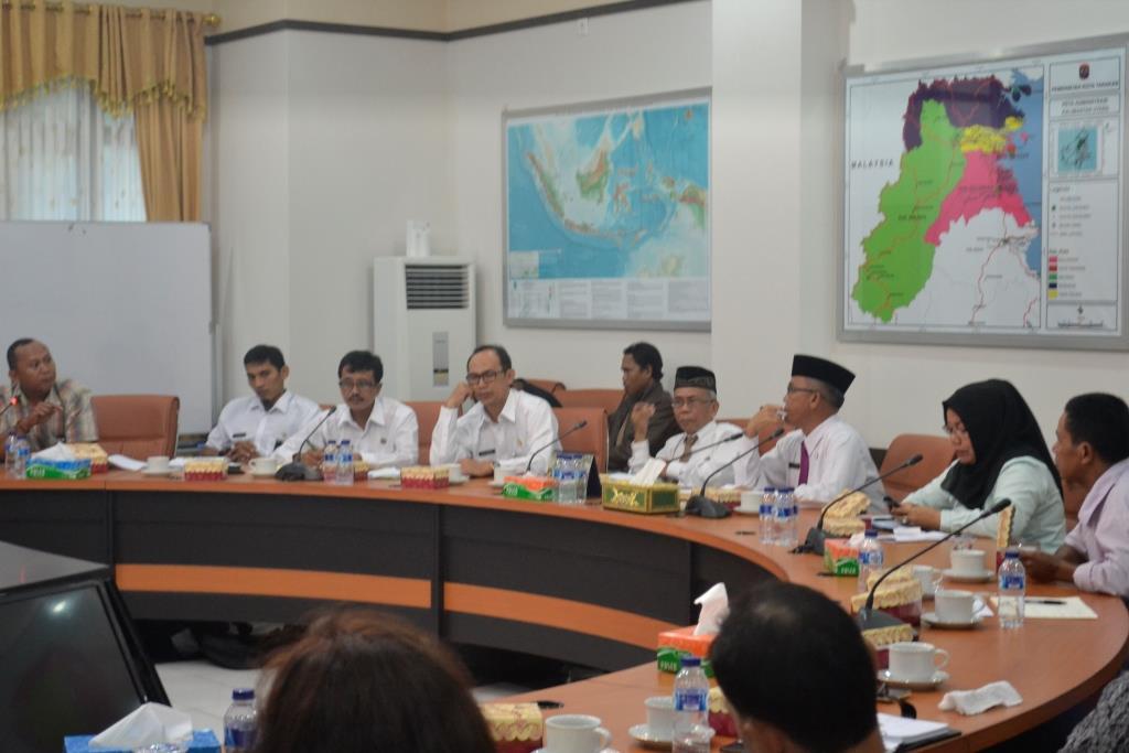 Walikota Tarakan Ir. Sofian Raga kala memimpin rapat pembentukan tim khusus pembahasan UMK 2016.