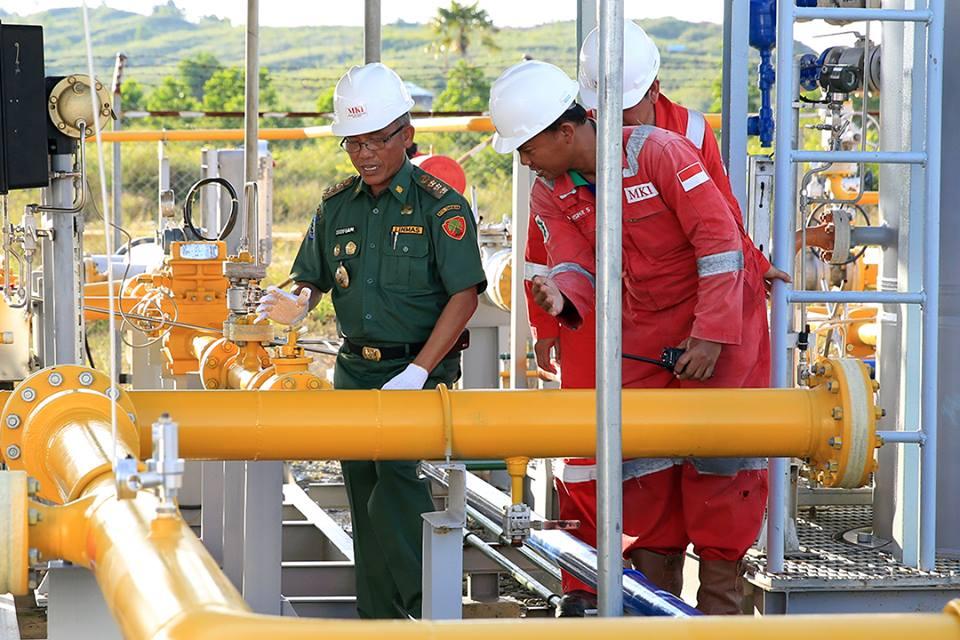 Walikota Tarakan Sofian Raga kala mengecek saluran pipa gas di PT. MKI yang berada di Binalatung.
