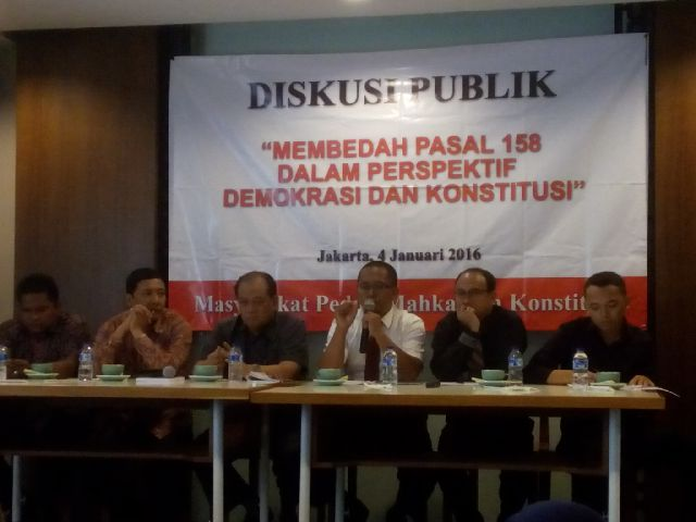 Sejumlah pengamat hukum dan praktisi hukum menjadi nara sumber debat publik membedah pasal 158 UU Pilkada di Jakarta, (04/01).