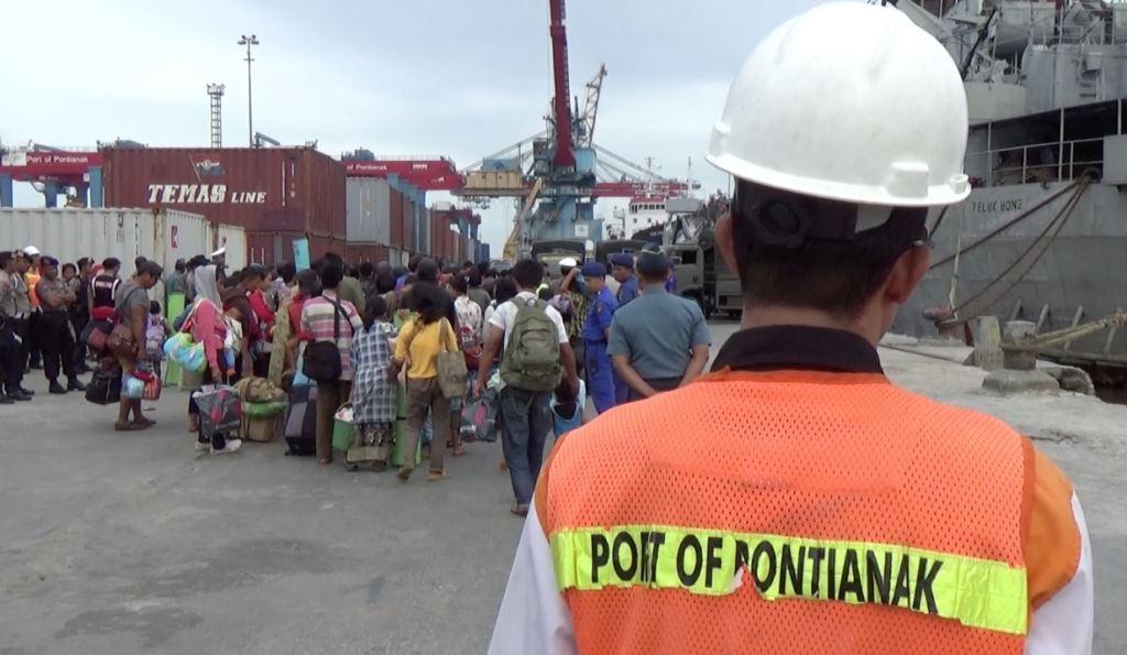 Pemulangan ratusan eks gafatar dari Pelabuhan Pontianak, belum lama ini.