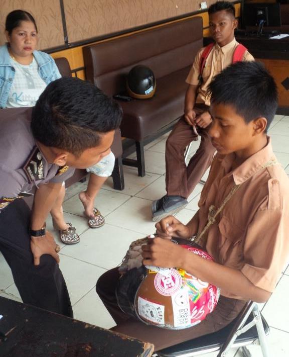 Fardhi saat memberikan keterangan kepada petugas kepolisian di Mako Polres Tarakan.