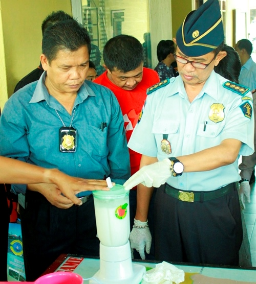Kalapas Tarakan Supeno kala ikut memusnahkan barang bukti sabu di Polres Tarakan.