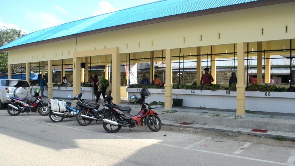 Kondisi sepinya pembeli di Pasar Bom Panjang