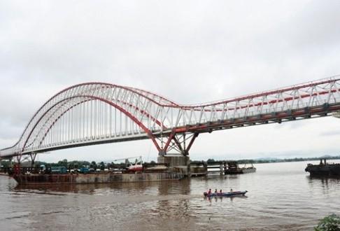 Jembatan Pak Kasih Tayan diresmikan Presiden Jokowi. sumber foto : dangstars.blogspot.co.id