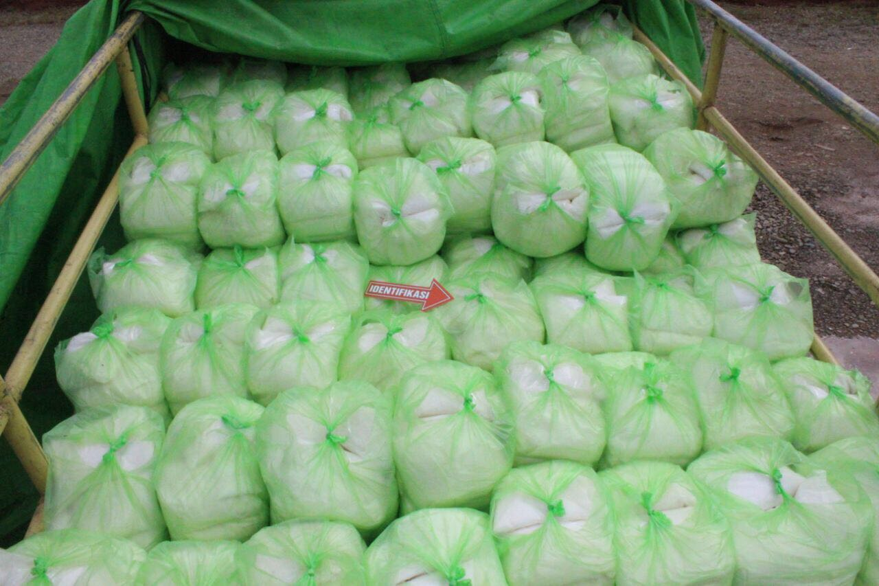 Barang bukti gula asal Malaysia seberat 4 ton.