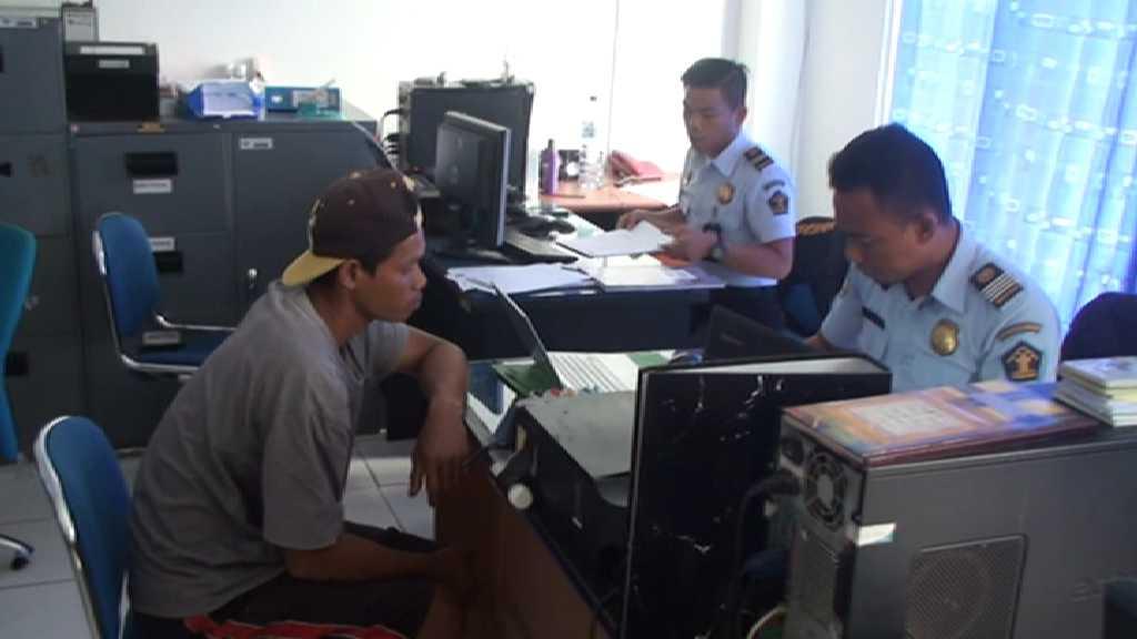 Mujin bin Iling saat diperiksa di Kantor Imigrasi Kabupaten Nunukan.