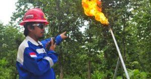 semburan-gas-liar-dibakar-pertamina